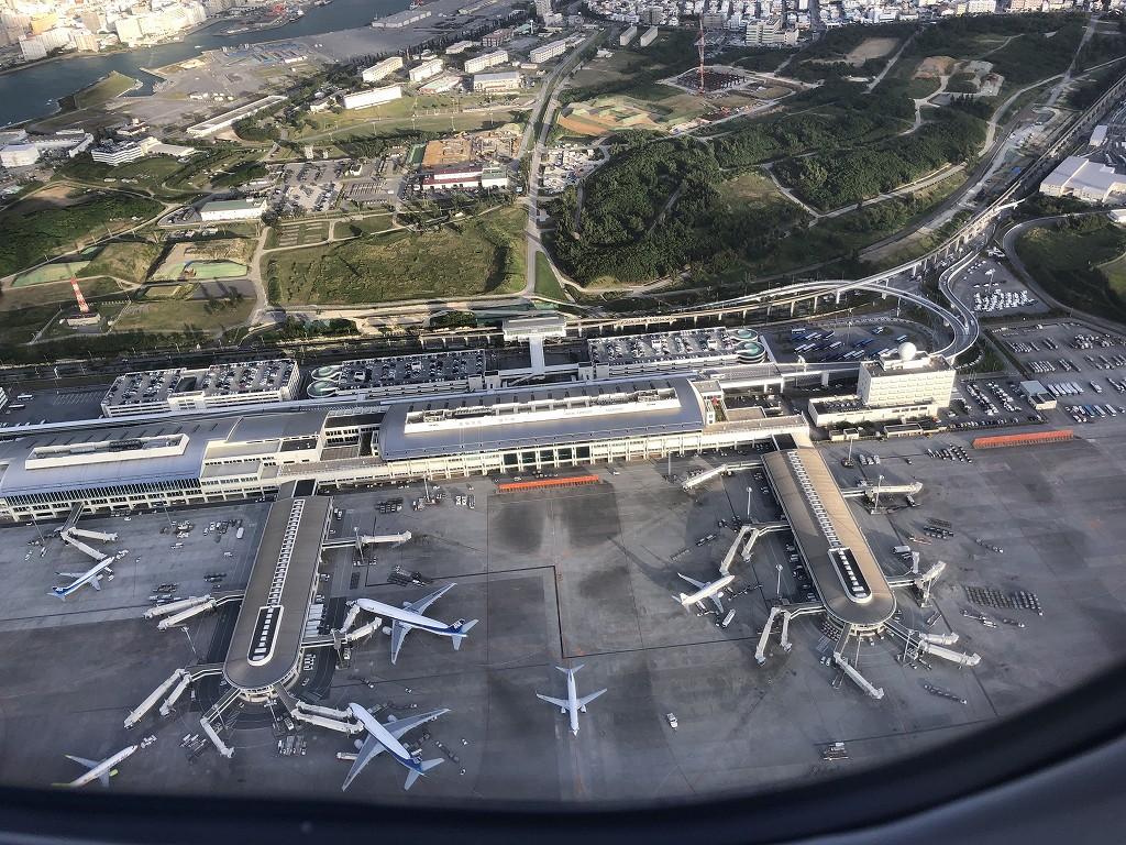 JAL916便から見た那覇空港の形