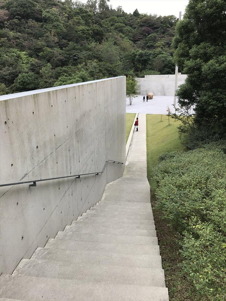 李禹煥(リ・ウーファン)美術館の階段