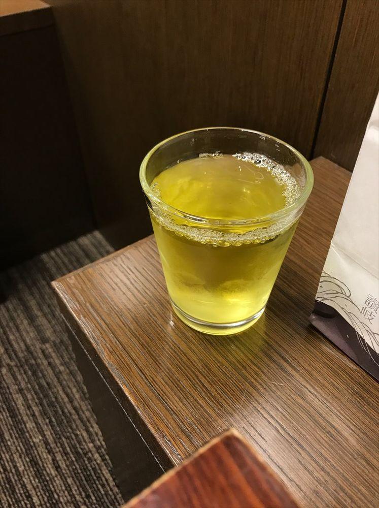 ラウンジの讃岐のお茶