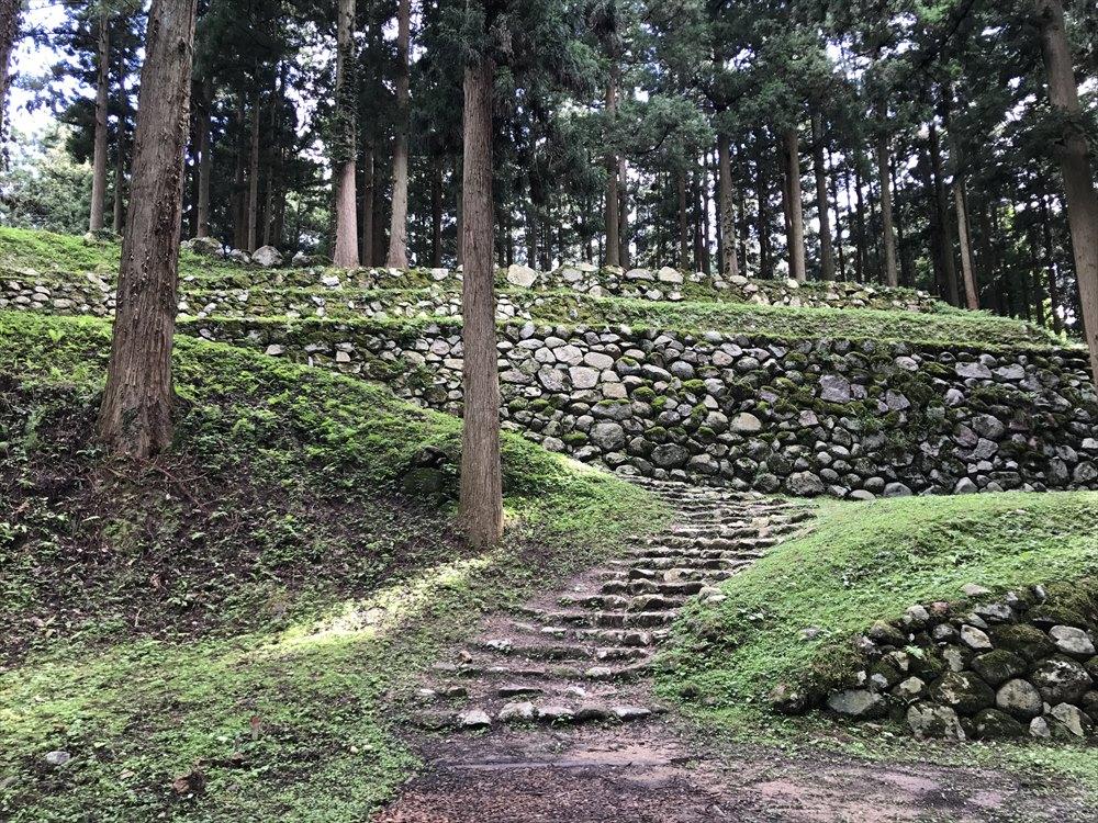 七尾城の石垣