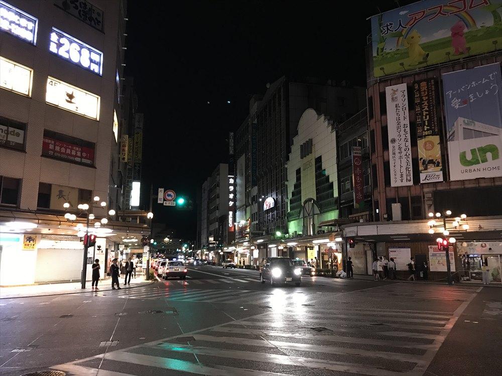 深夜の片町交差点