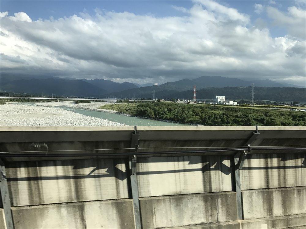 新幹線から見た黒部川