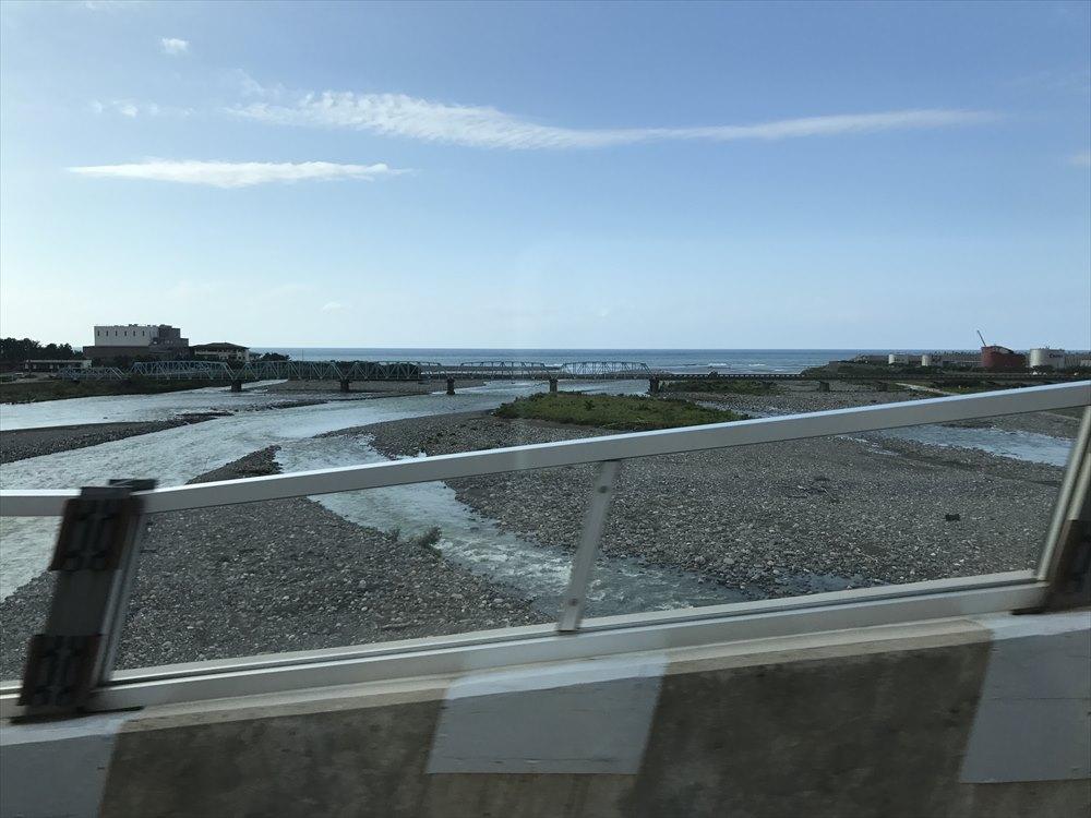 糸魚川駅近くの海