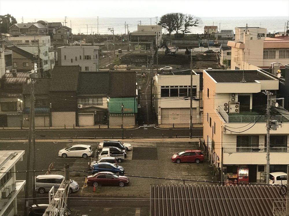 糸魚川駅から火災現場を眺める