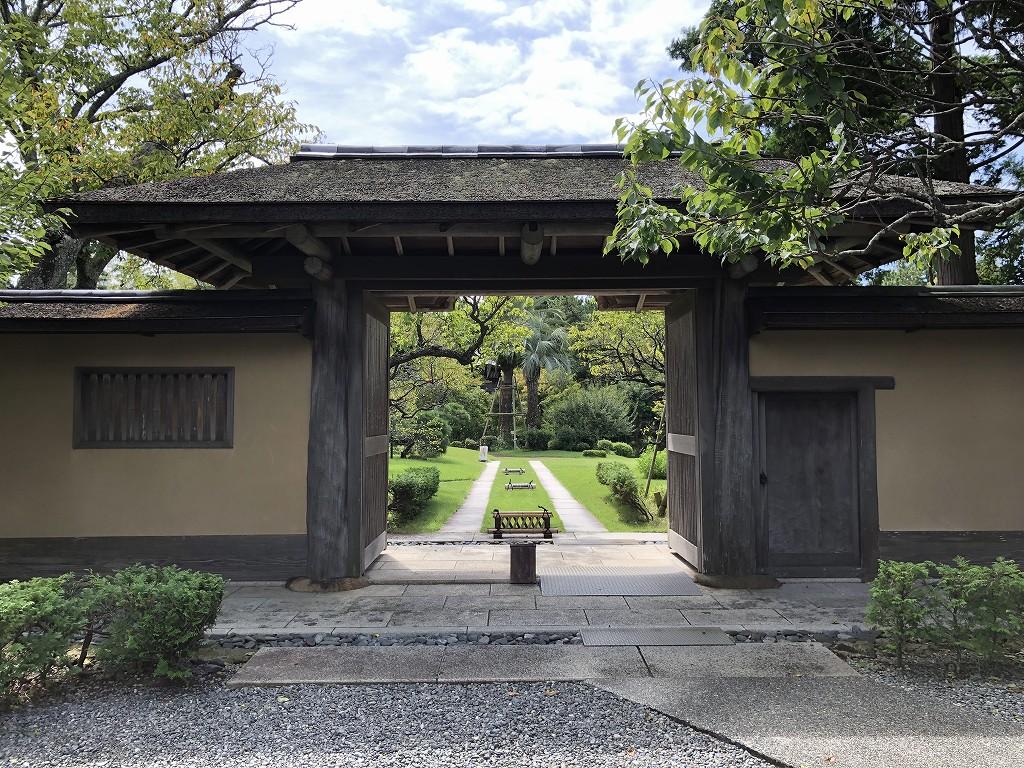 大磯の旧吉田茂邸の兜門1