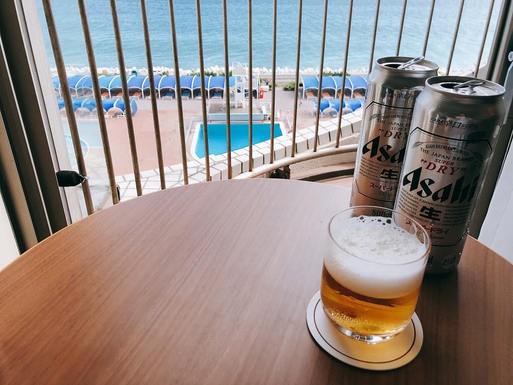大磯プリンスホテルの客室でビール