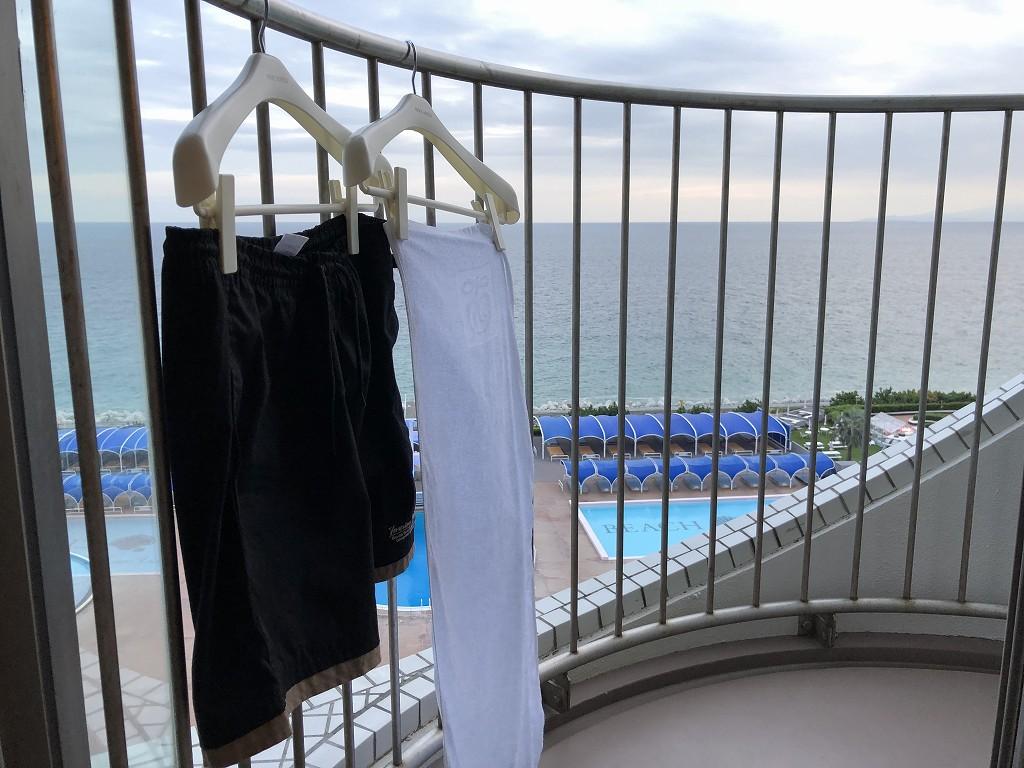 大磯プリンスホテルのバルコニーの洗濯物