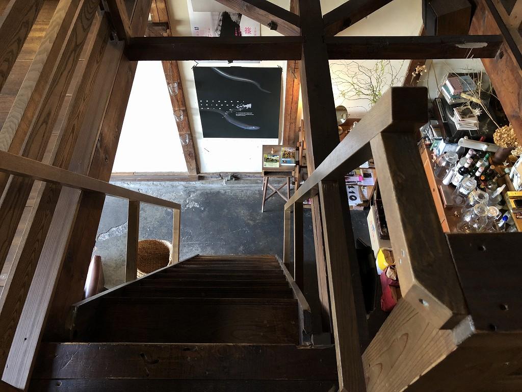 Cafe moyau(カフェモヤウ)の急階段