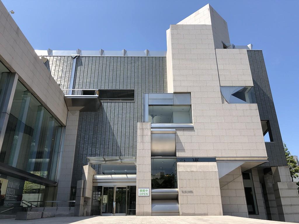 岡山県立美術館の外観1