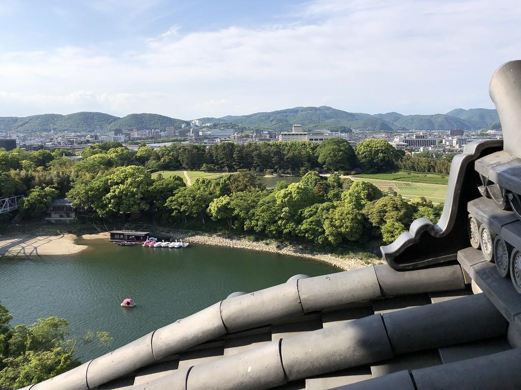 岡山城の天守閣から後楽園1