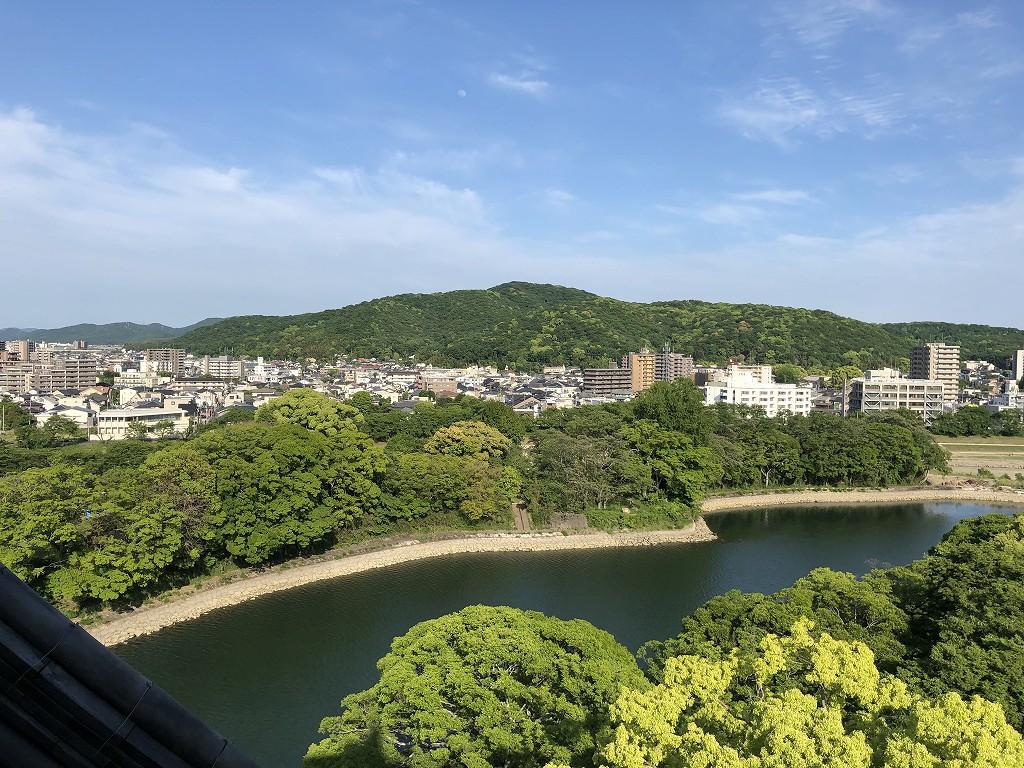 岡山城の天守閣から操山