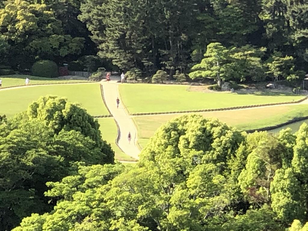 岡山城の天守閣から後楽園2