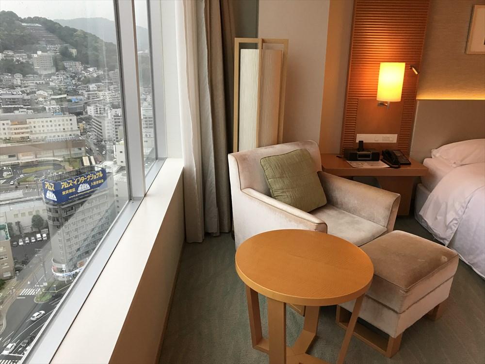 シェラトングランドホテル広島のクラブルーム(ソファ側)