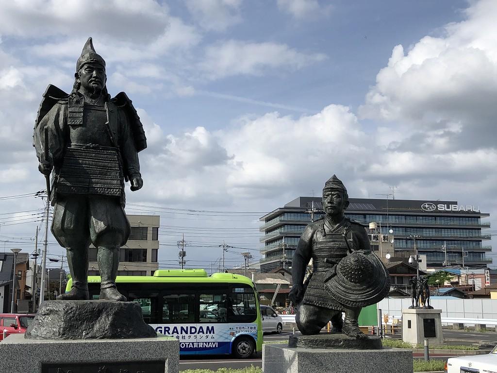 群馬県太田駅前の新田義貞の銅像