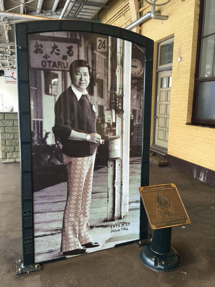 小樽駅の石原裕次郎のパネル