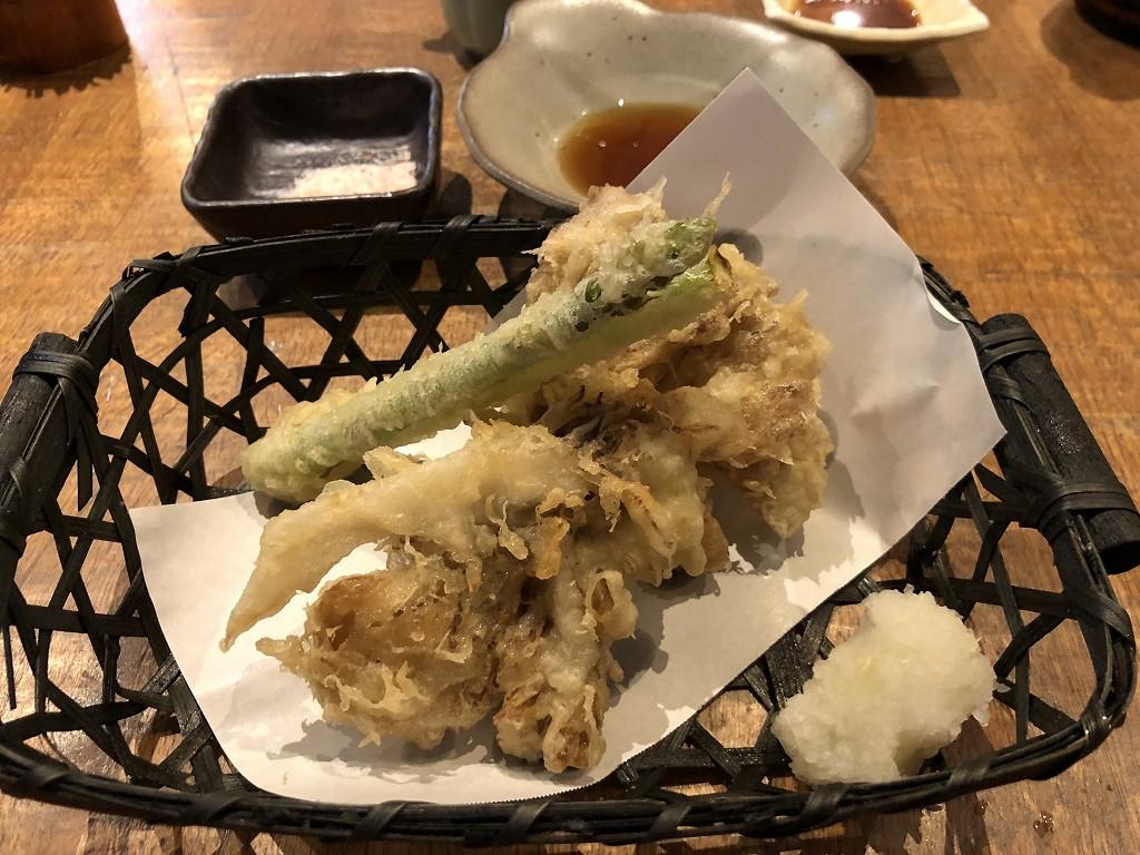 王子の「すし遊 みかわ」のアスパラと舞茸の天ぷら