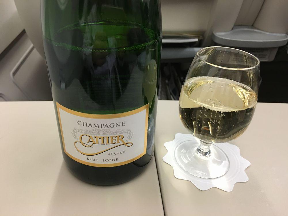 アシアナ航空ビジネスクラスのシャンパンCattier Brut