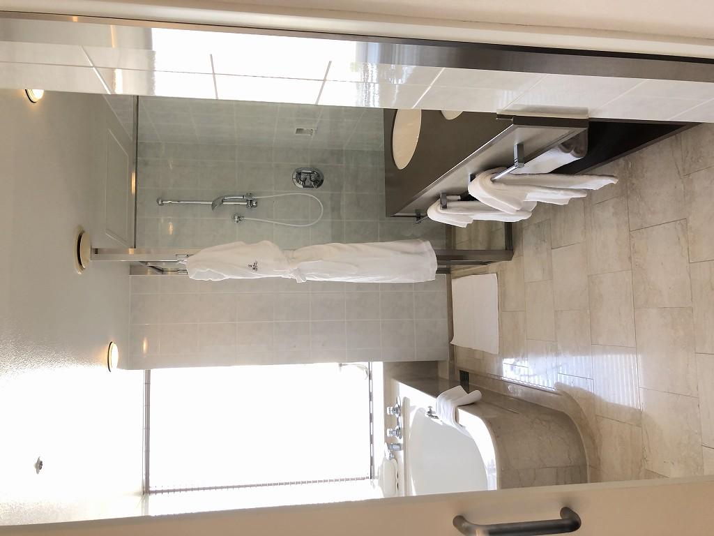 ザ・プリンスさくらタワーの「デラックスコーナールーム」のバスルーム1