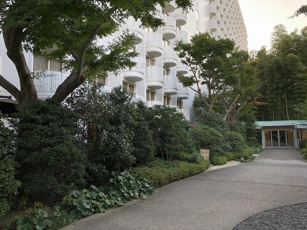 グランドプリンスホテル新高輪の「クラブラウンジ」のテラス席の植栽