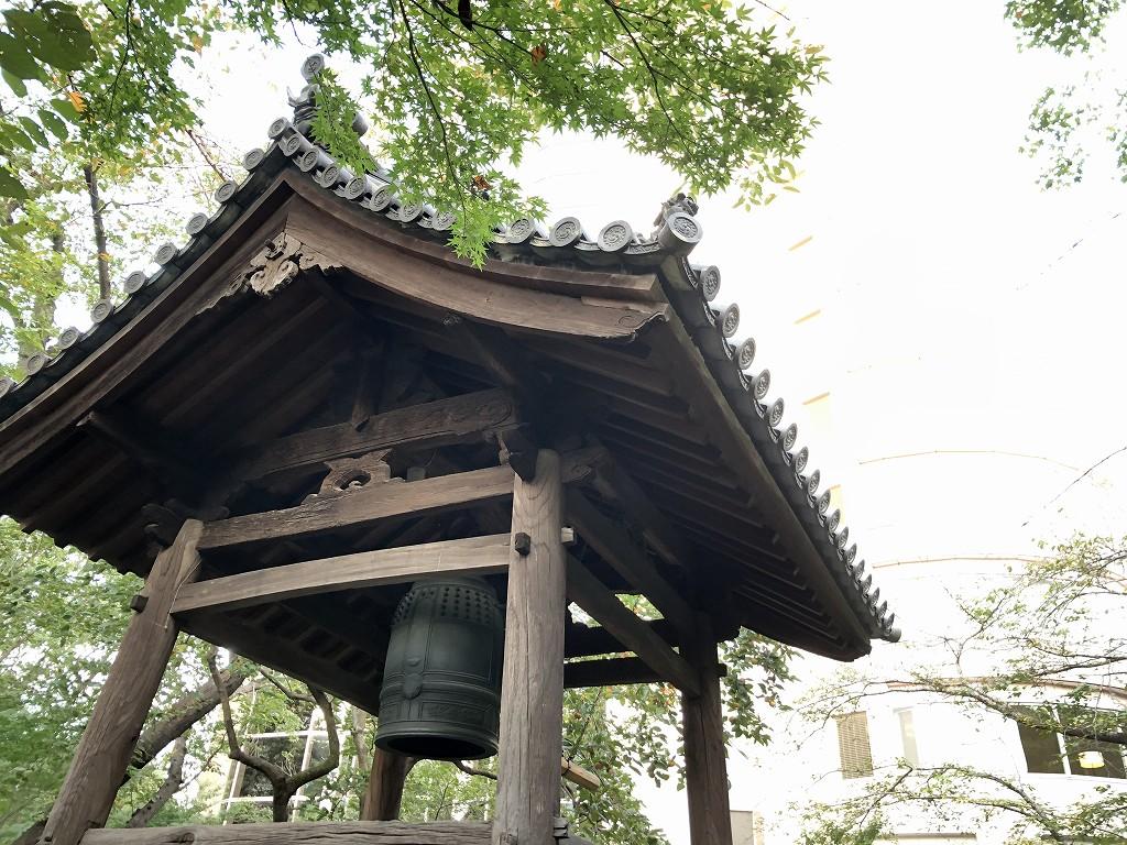 グランドプリンスホテル新高輪の日本庭園内の鐘楼
