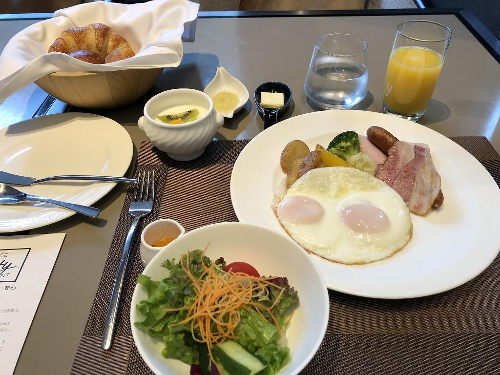 ザ・プリンスさくらタワーのリストランテ カフェ チリエージョで洋食の朝食