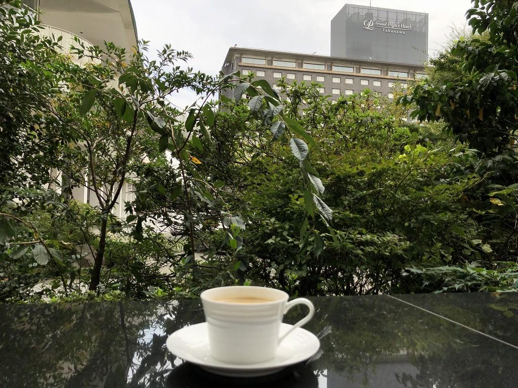 グランドプリンスホテル新高輪の「クラブラウンジ」のテラス席でモーニングコーヒー