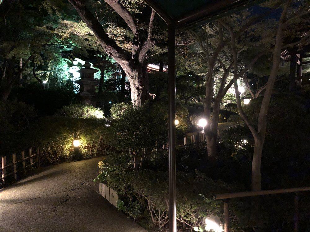 ザ・プリンス さくらタワー東京の夜の庭園1