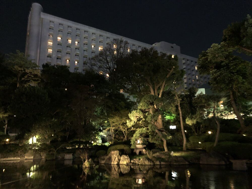 グランドプリンスホテル高輪の前の夜の池