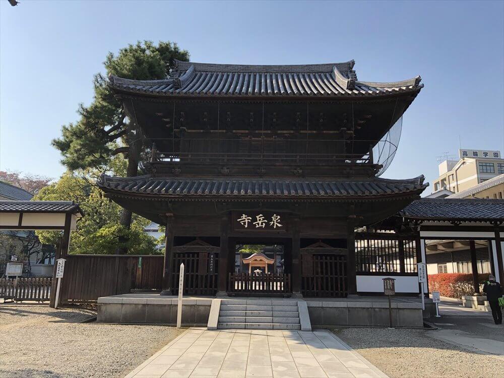 泉岳寺の山門1
