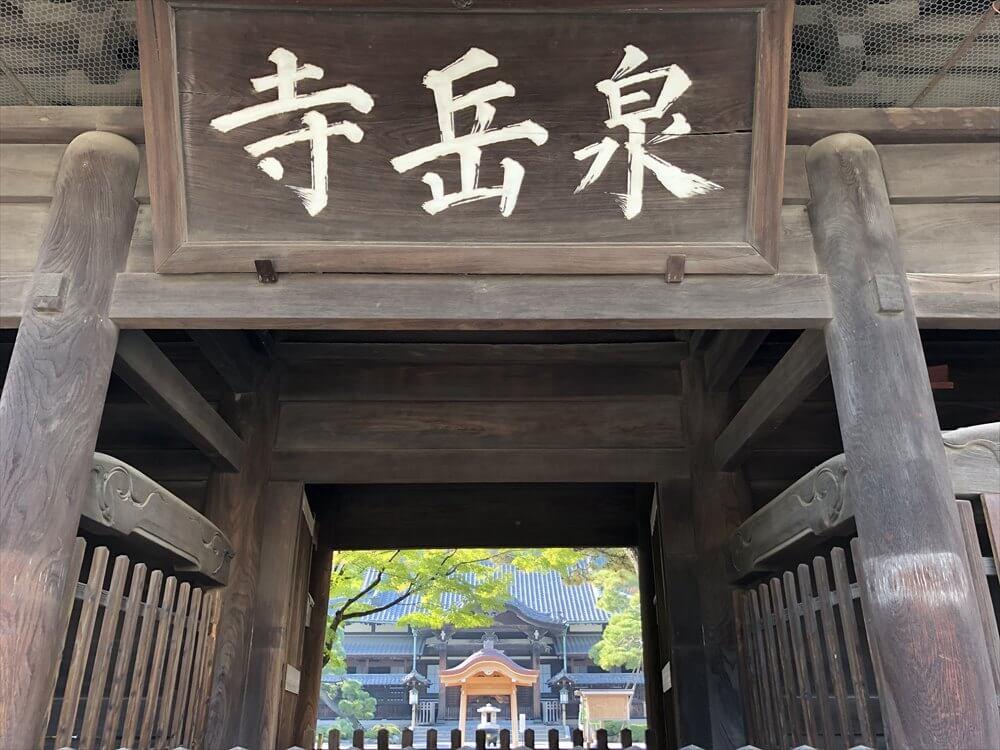 泉岳寺の山門2