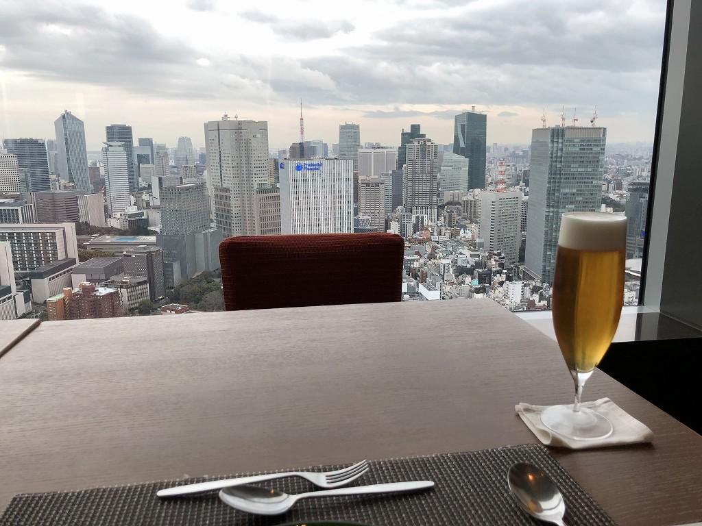 ザ・プリンスギャラリー東京紀尾井町の「OASIS GARDEN」で生ビール
