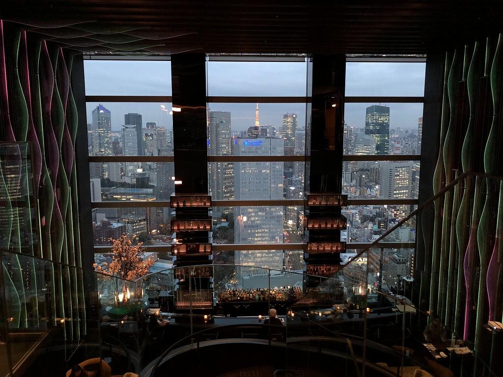 ザ・プリンスギャラリー東京紀尾井町の「Sky Gallery Lounge Levita」から東京タワーのライトアップ