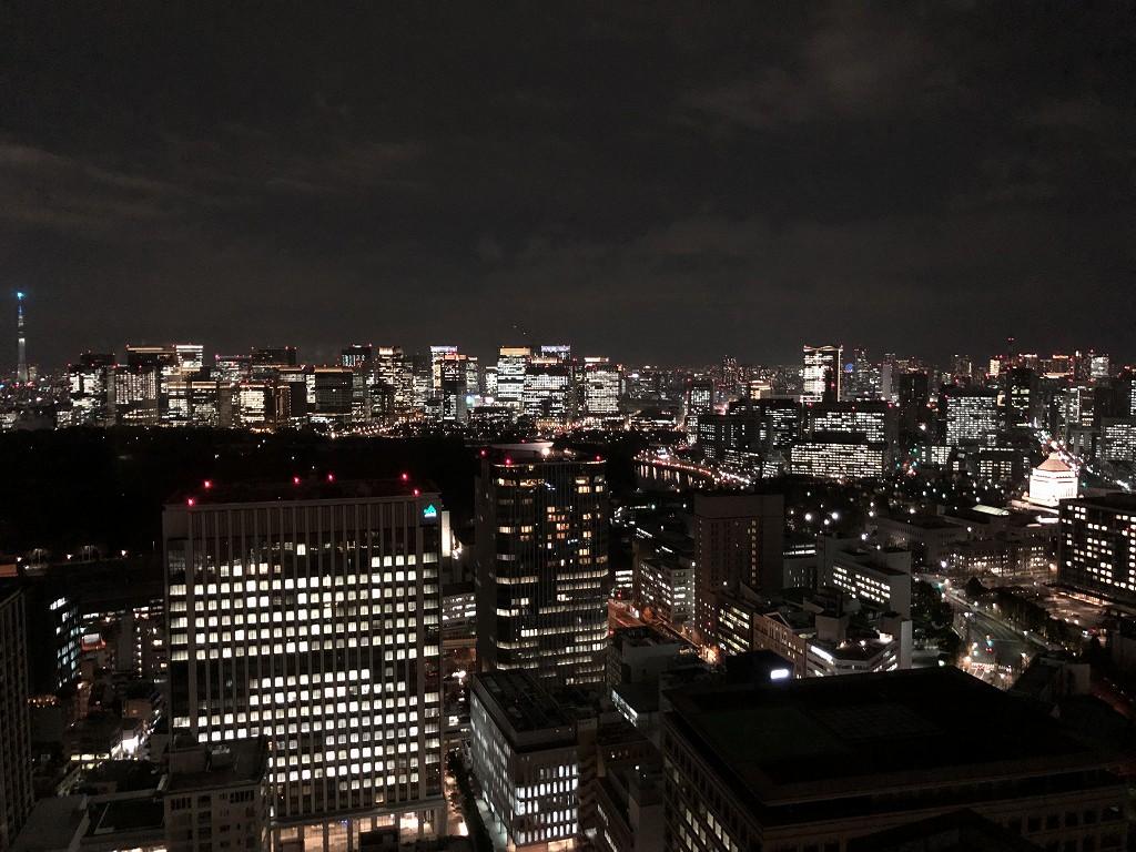ザ・プリンスギャラリー東京紀尾井町の部屋から夜景を撮影