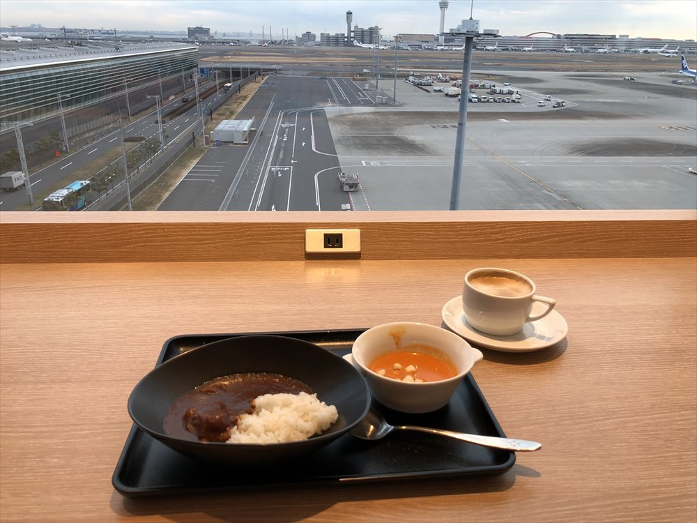 羽田空港国際線ターミナルのサクララウンジ スカイビューからの眺め1