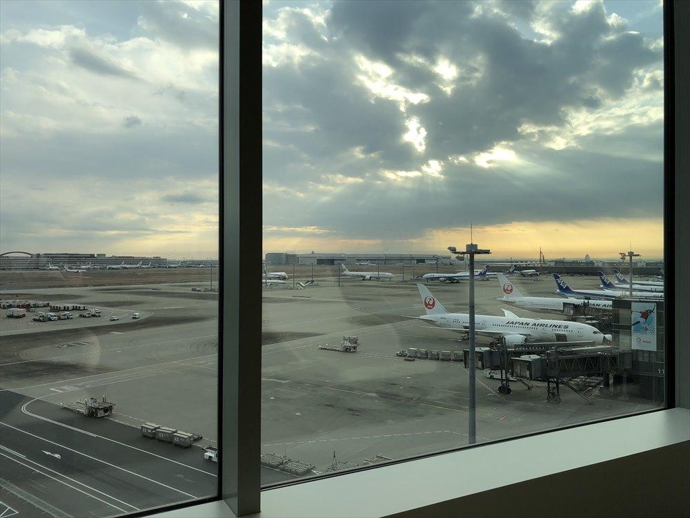 羽田空港国際線ターミナルのサクララウンジ スカイビューからの眺め3