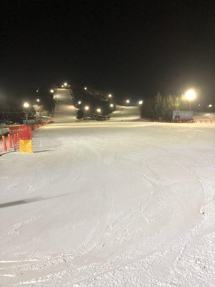 夜のヨンピョン リゾート ドラゴン バレーのスキー場2