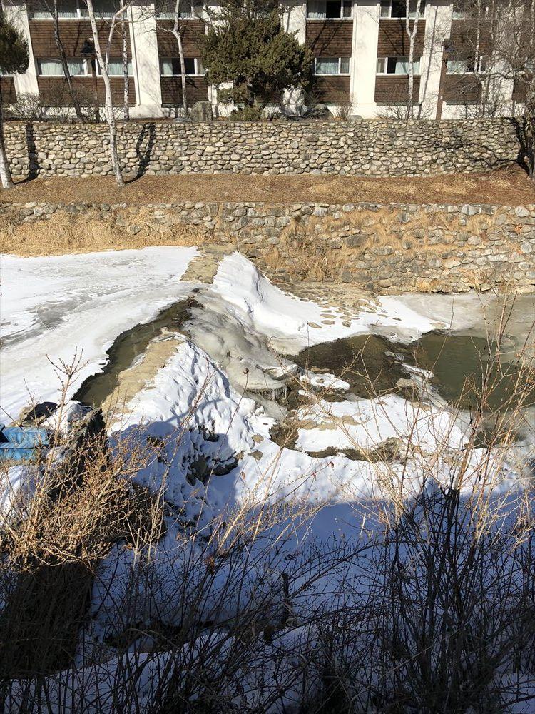 ヨンピョンの凍結した川