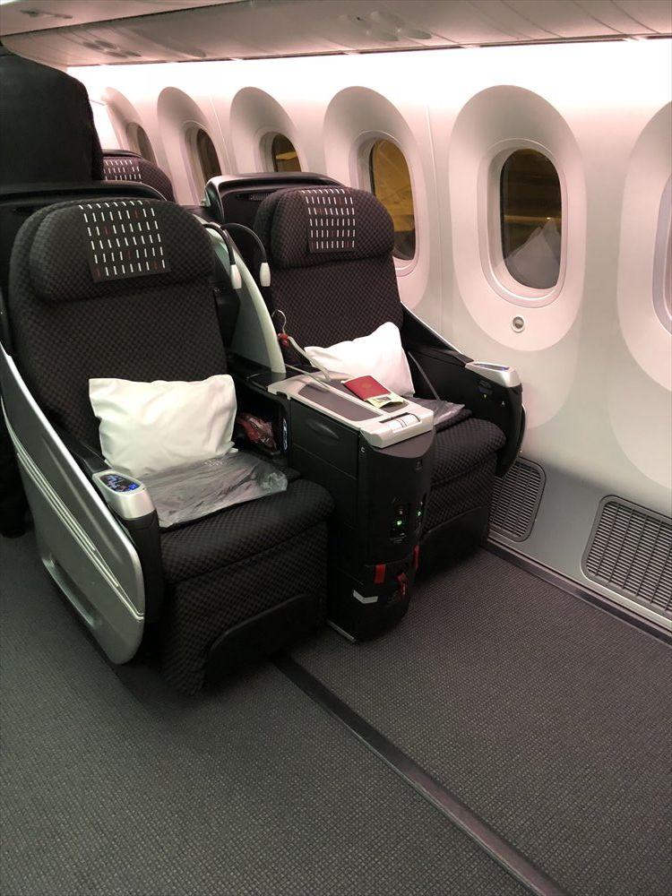 JAL94便(ソウル金浦-羽田)ビジネスクラスのSHELL FLAT SEAT