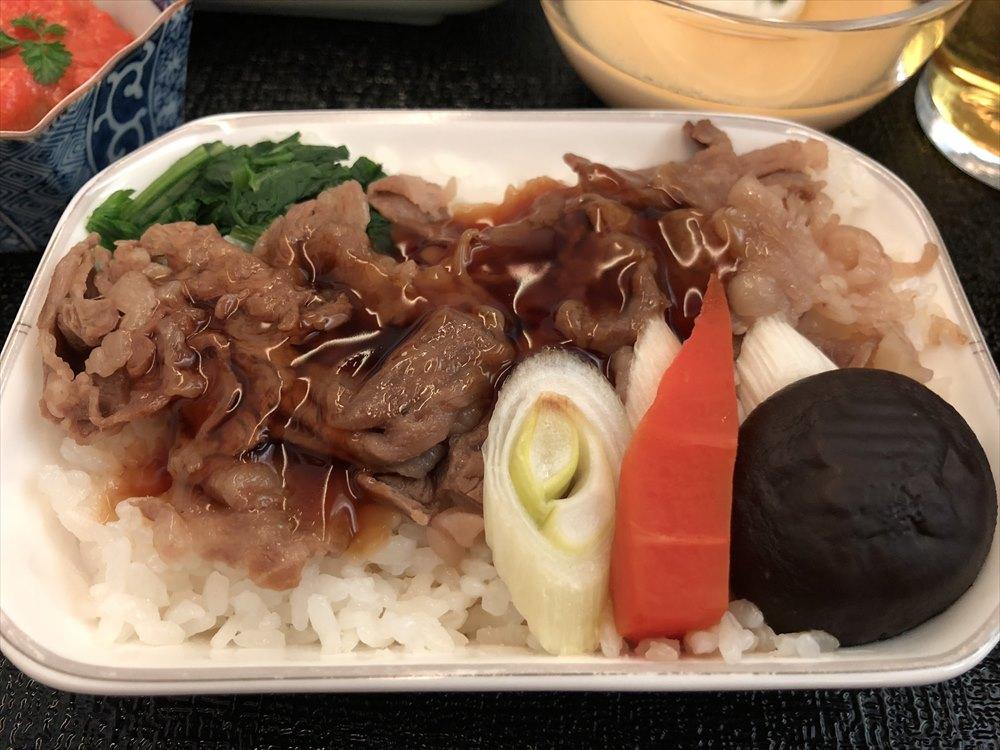 JAL94便(ソウル金浦-羽田)ビジネスクラスの機内食2