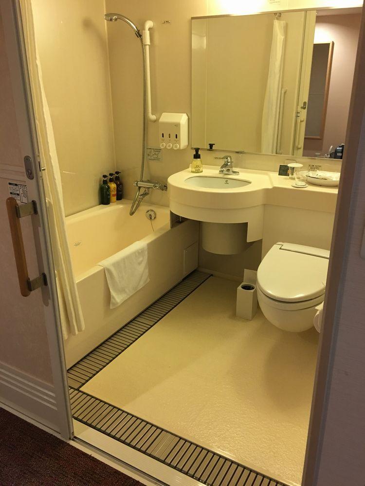 リッチモンドホテル那覇久茂地のツインルーム(バリアフリー)バスルーム