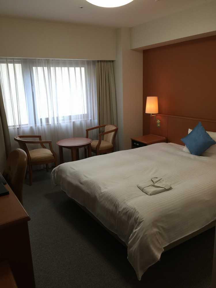 リッチモンドホテル鹿児島金生町デラックスダブルルームのベッド側画像