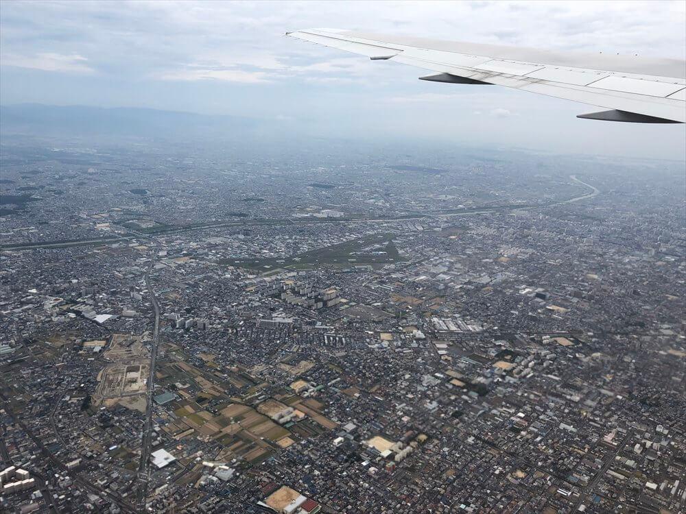 JAL115便から見た大阪平野の住宅地