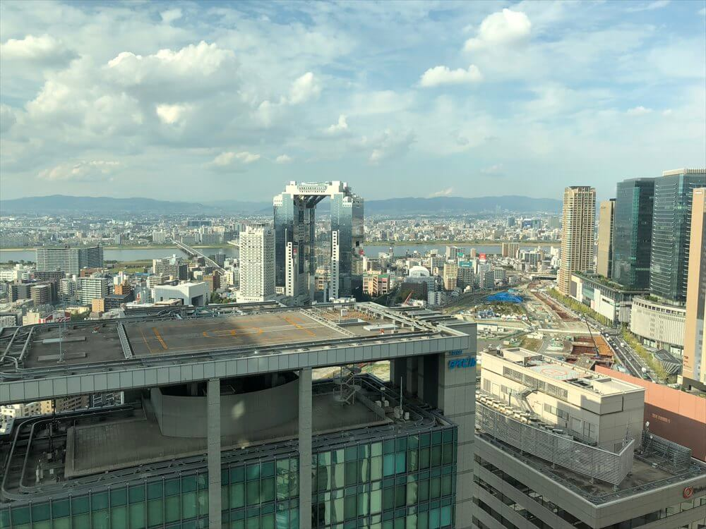 リッツカールトン大阪のジュニアスイートルームからの眺め(昼間)