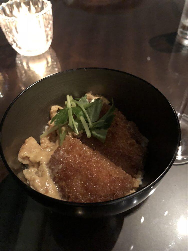 リッツカールトン大阪のクラブラウンジのカクテルタイムのカツ丼