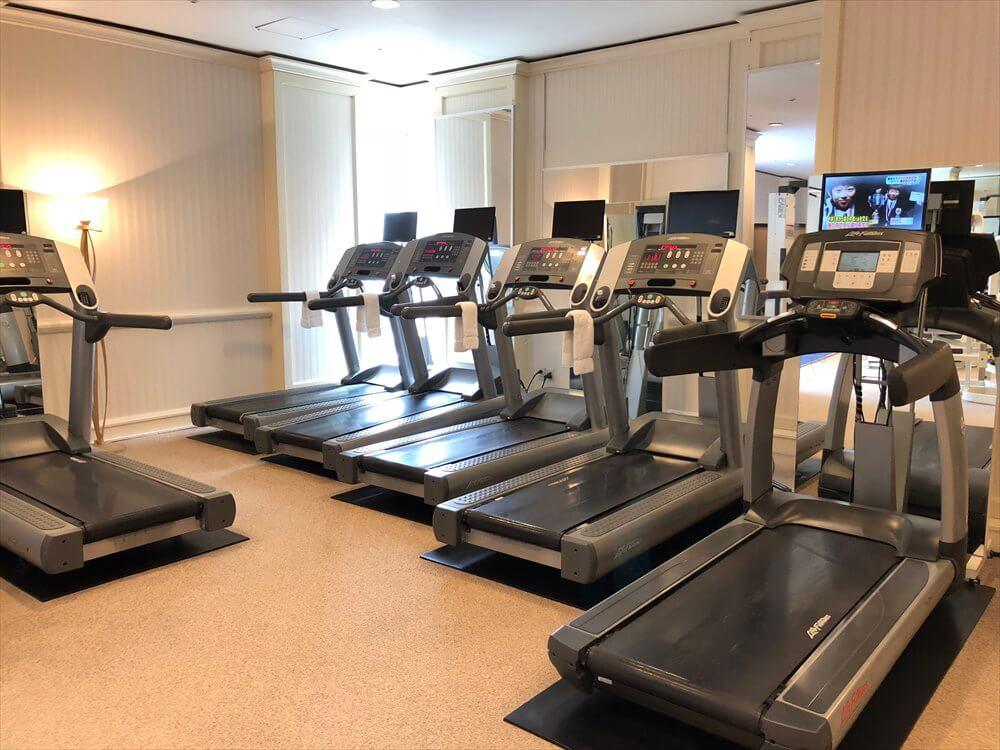 リッツカールトン大阪のフィットネスセンターのランニングマシン1