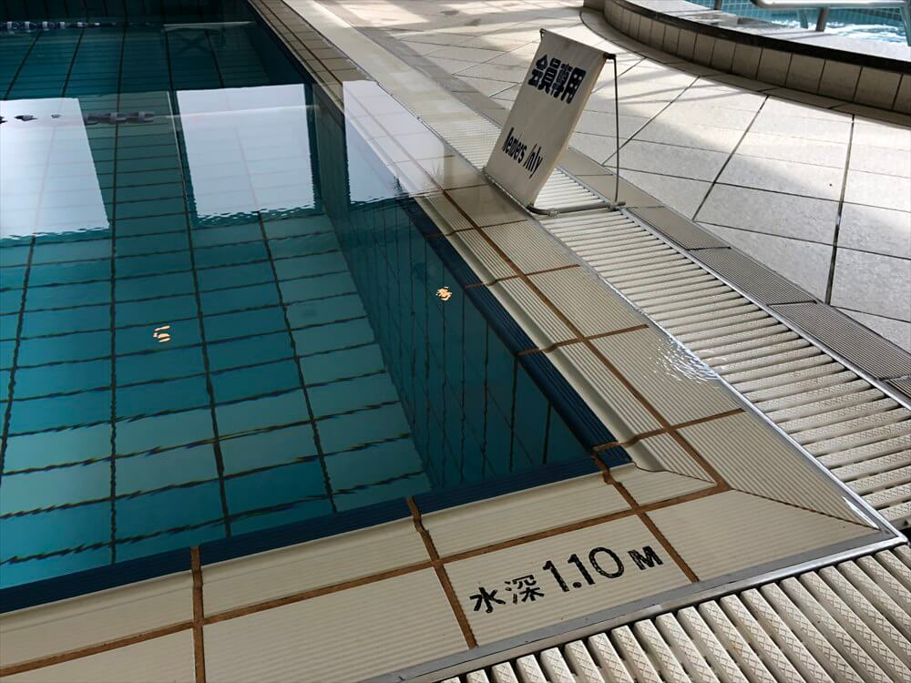 リッツカールトン大阪のフィットネスセンターのプール2