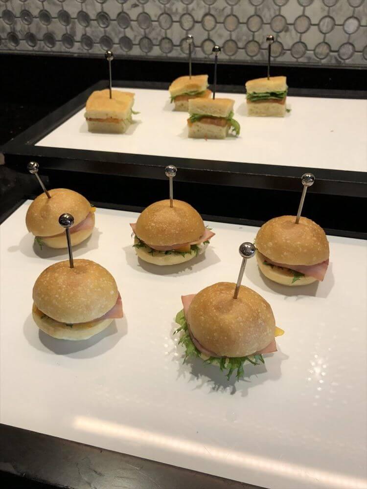リッツカールトン大阪のクラブラウンジの昼飯1