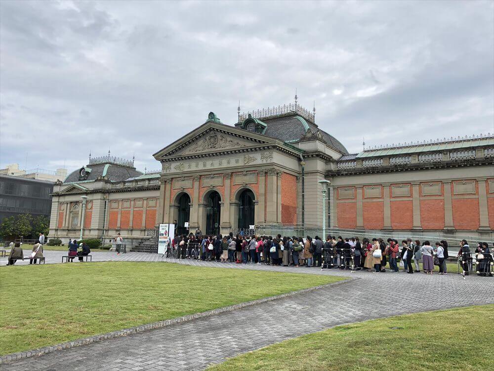 京都国立博物館の「刀剣乱舞」コラボ展示の行列1