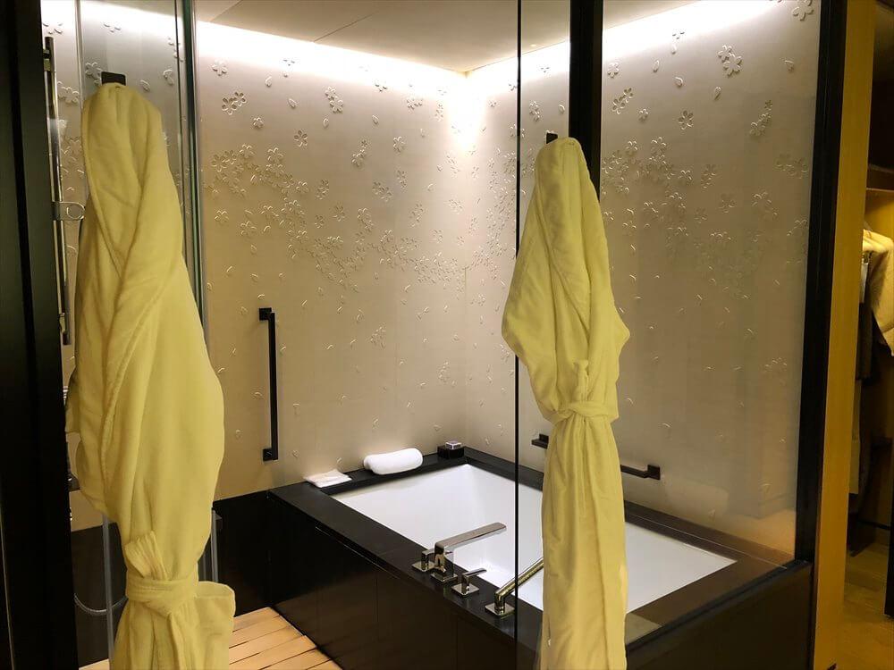 リッツカールトン京都のラグジュアリールームのバスルーム1