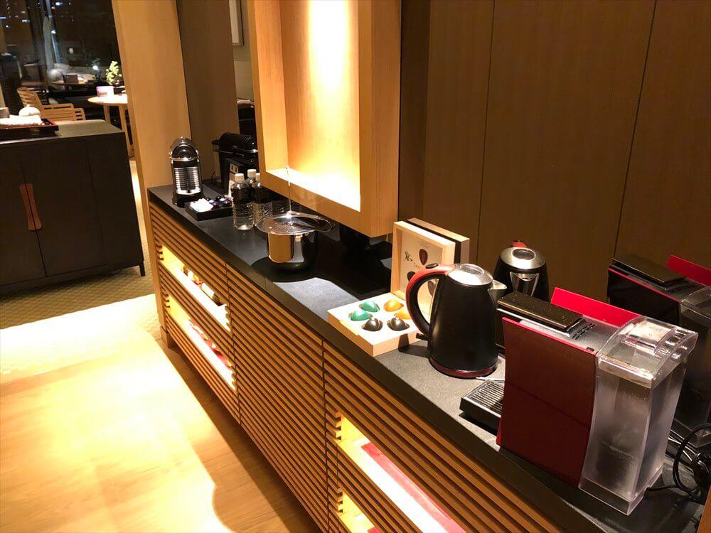 リッツカールトン京都のラグジュアリールームの紅茶マシン